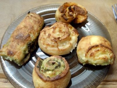 Pesto & mozzarella rolls Mozzarella Bread Sticks & Savoury Swirls